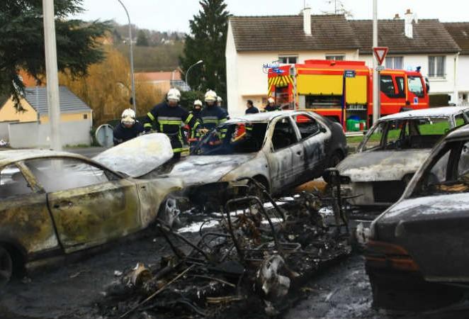 Véhicules incendiés, je questionne Bernard Cazeneuve
